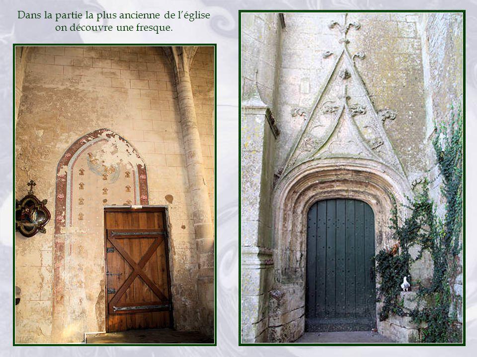 A noter les clefs de voûtes pendantes et ouvragées datant du XVe siècle.