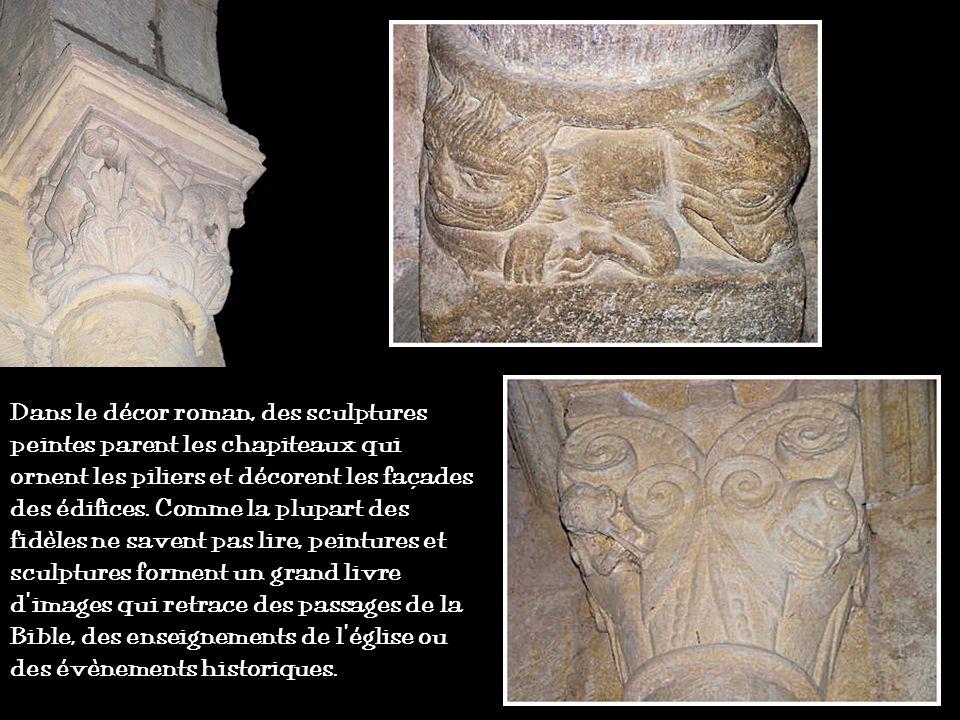 Les travées de la nef sont voûtées en berceau plein cintre. Les bas-côtés sont voûtés darêtes. Les piliers sont de plan carré, cantonnés de demi-colon