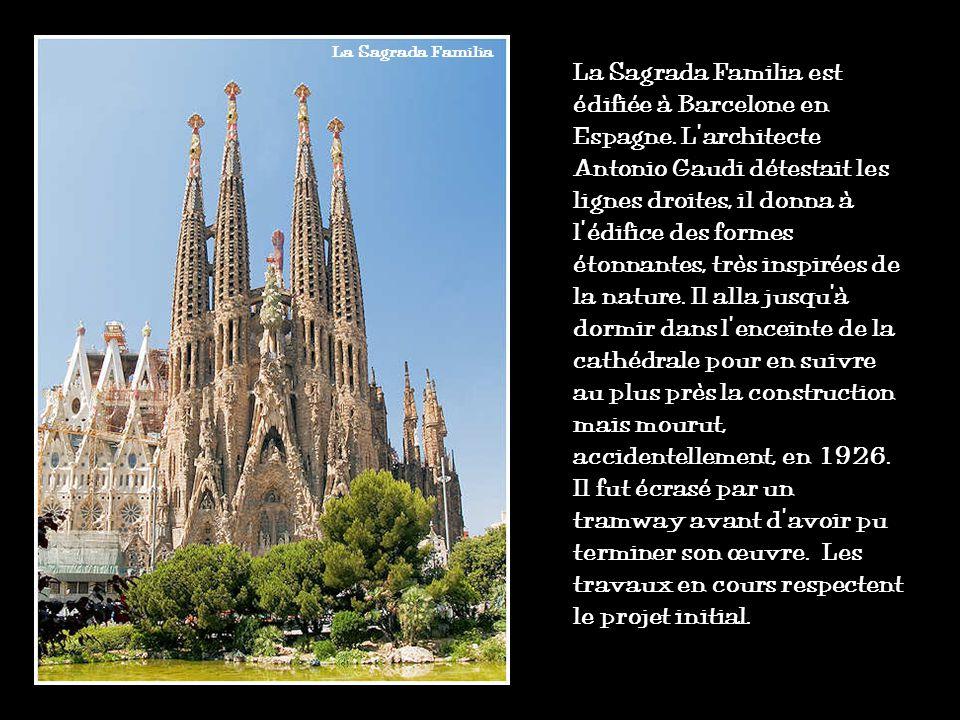 En France, la guerre de Cent Ans (1337-1453) a mis fin aux grands chantiers gothiques. Dans le reste de lEurope, les cathédrales se sont enrichies de