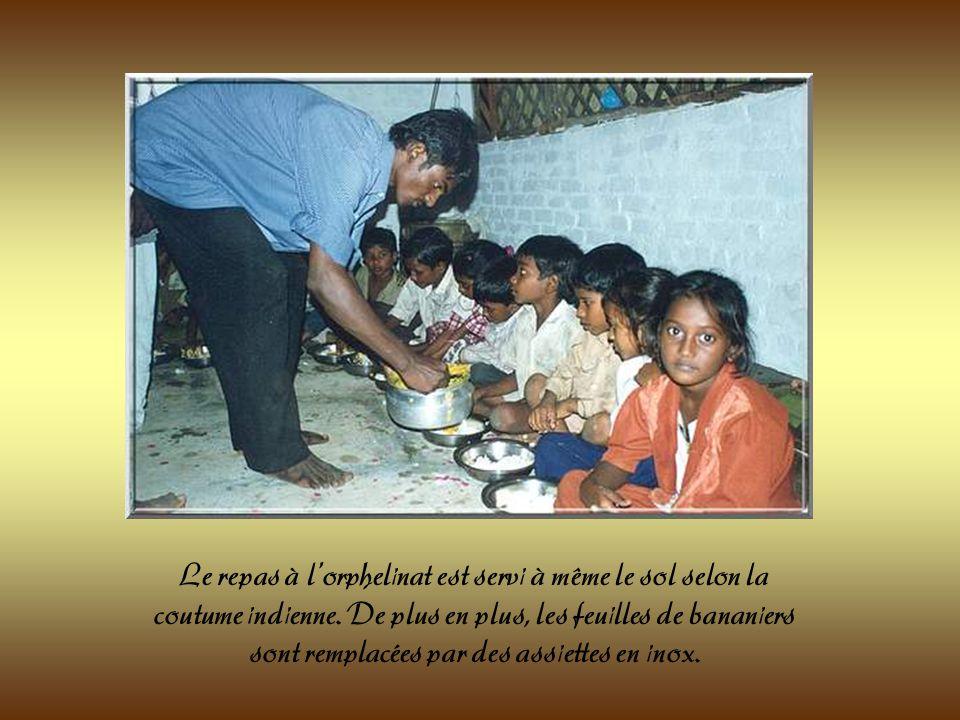 Le Révérend Père, décédé en 2004 et son épouse. Tous deux ont fondé lorphelinat « Le bon Samaritain ». Toute leur vie a été consacrée à donner le meil