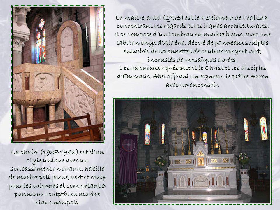 Inspiré du Saint-sépulcre à Jérusalem, cerné de 8 colonnes de granit, le chœur constitue un véritable pain de lumière avec ses quatre niveaux. Leffet