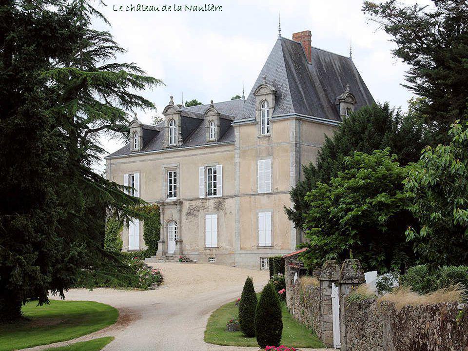 Cest lépouse du seigneur Louis Henry dAsnières, Catherine de La Tour, qui fit construire cet édifice. Il est impossible de déterminer à qui appartenai