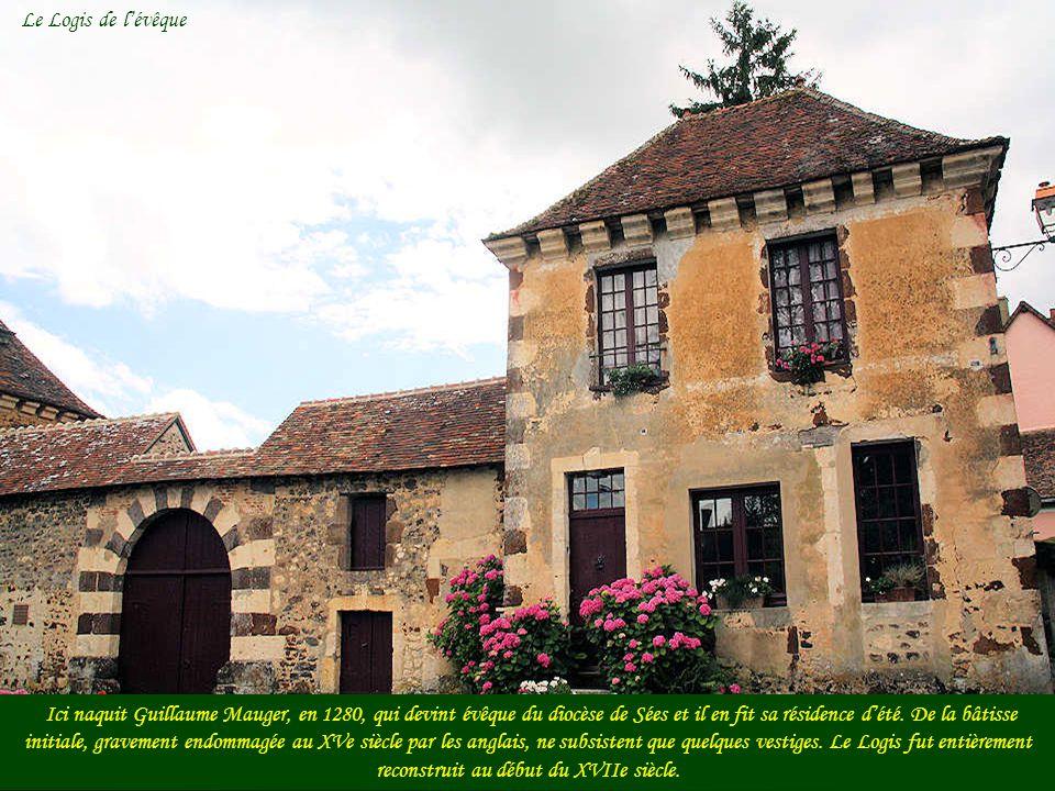 Le relais de poste était adossé au mur denceinte du Logis de lévêque. Cette maison, aujourdhui lotie en deux propriétés, constitue un bel exemple de l