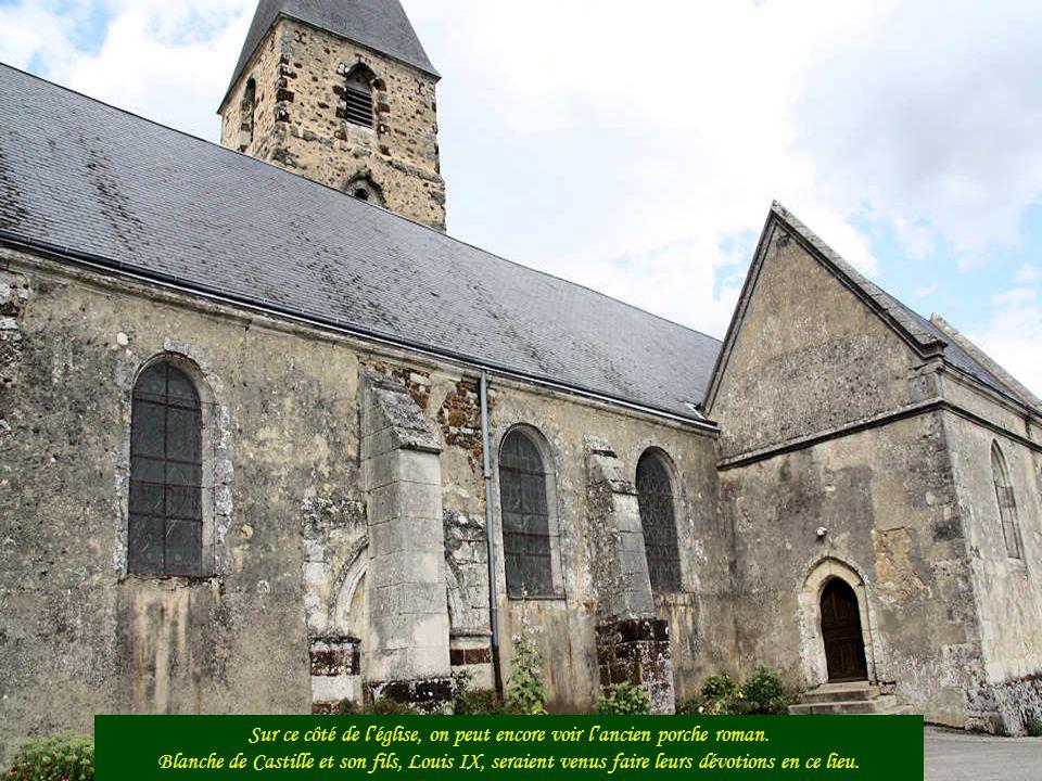 Le clocher Le clocher actuel repose sur la base dune tour de défense de lancienne cité.