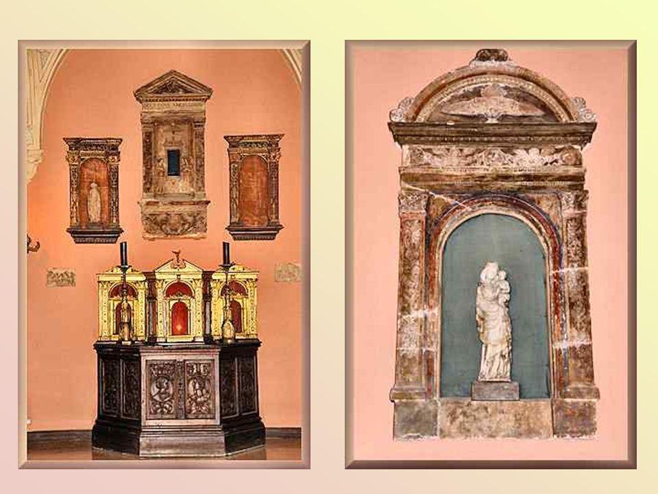 Ce patio, où Béatrice donnait ses réceptions, a gardé sa vocation de galerie et présente un ensemble dœuvres dart médiéval et renaissance dont un tabl