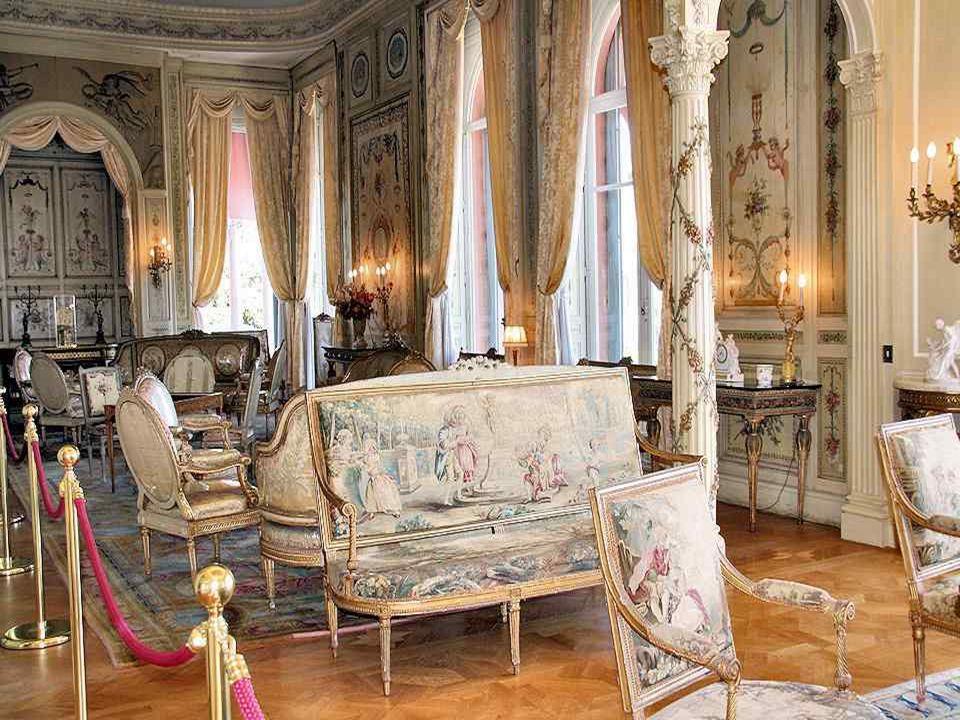 Cette très belle porte souvre sur les salons Louis XV, Louis XVI, le boudoir des appartements de Madame Béatrice Ephrussi et les salons des porcelaine