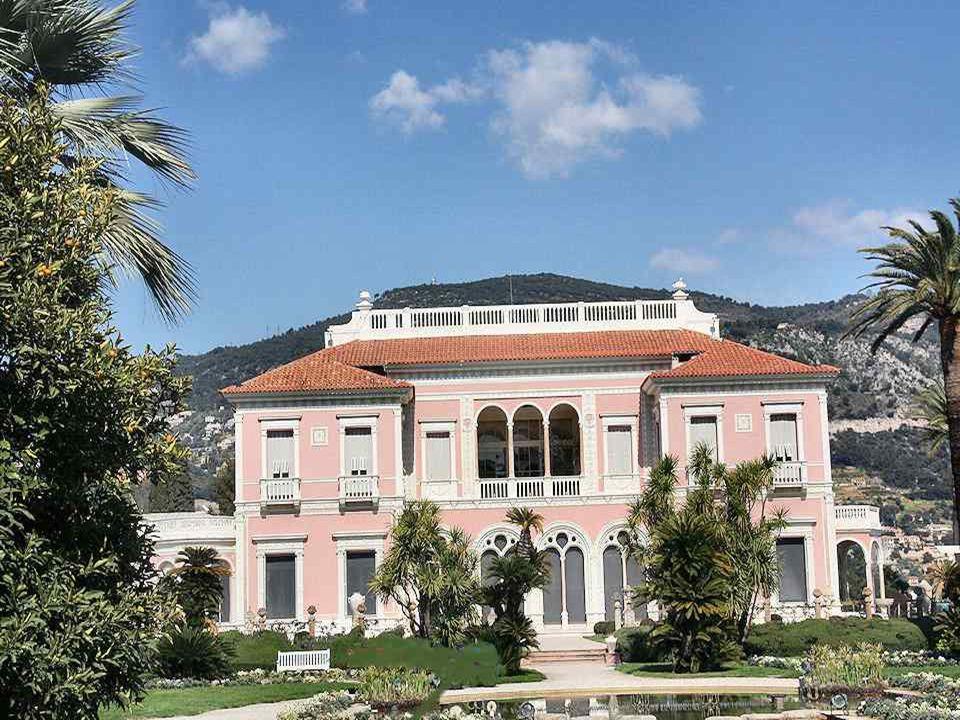 La Villa Ephrussi de Rothschild, appelée aussi Villa Ile-de-France, est lun des plus beaux palais de style Renaissance de la Côte d'Azur construit sur