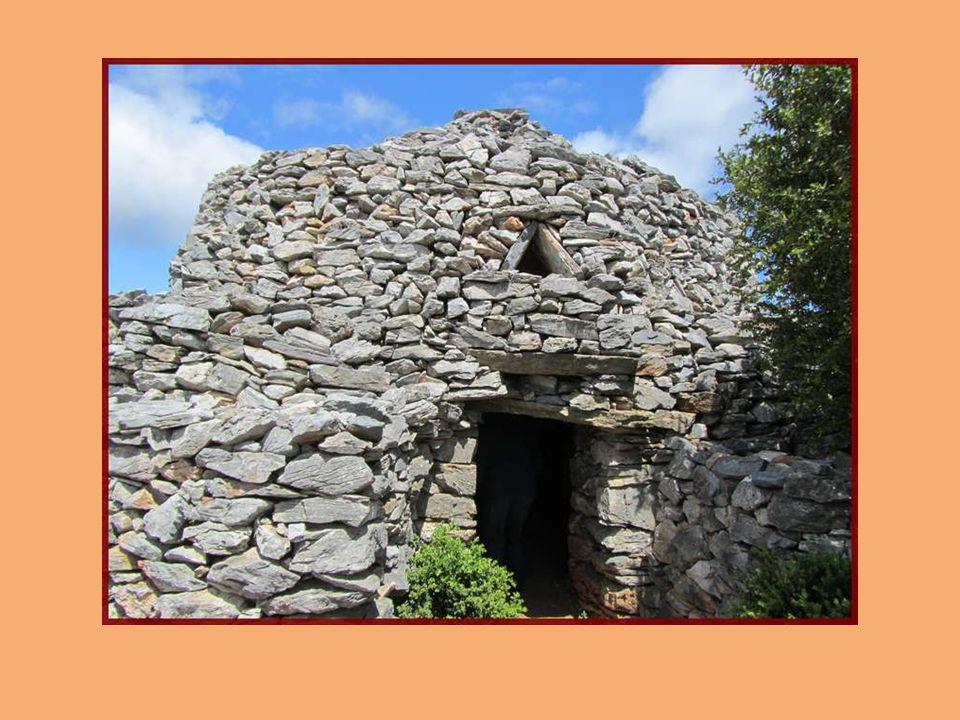 Il y a quelques années, utilisant des anciennes tours de guet gallo- romaines comme fondations, elles nétaient que ruine.