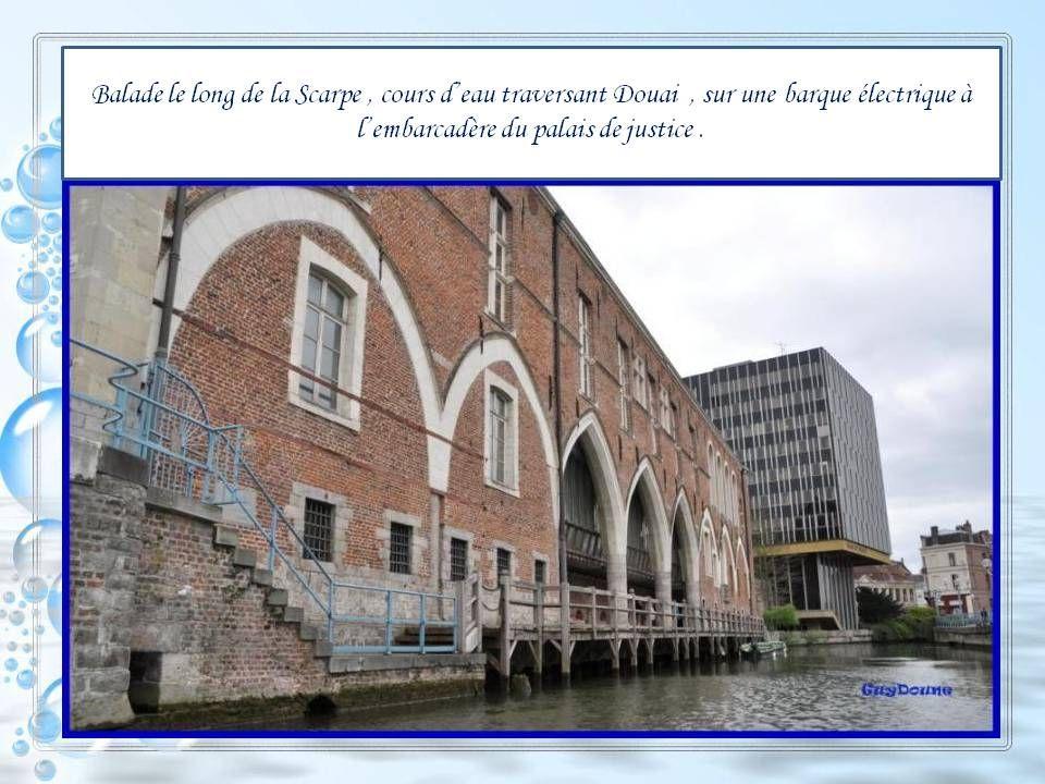 Au cœur de Douai, laissez-vous aller à une balade romantique loin de leffervescence de là ville. Au fil de leau, le long des jardins et des maisons au