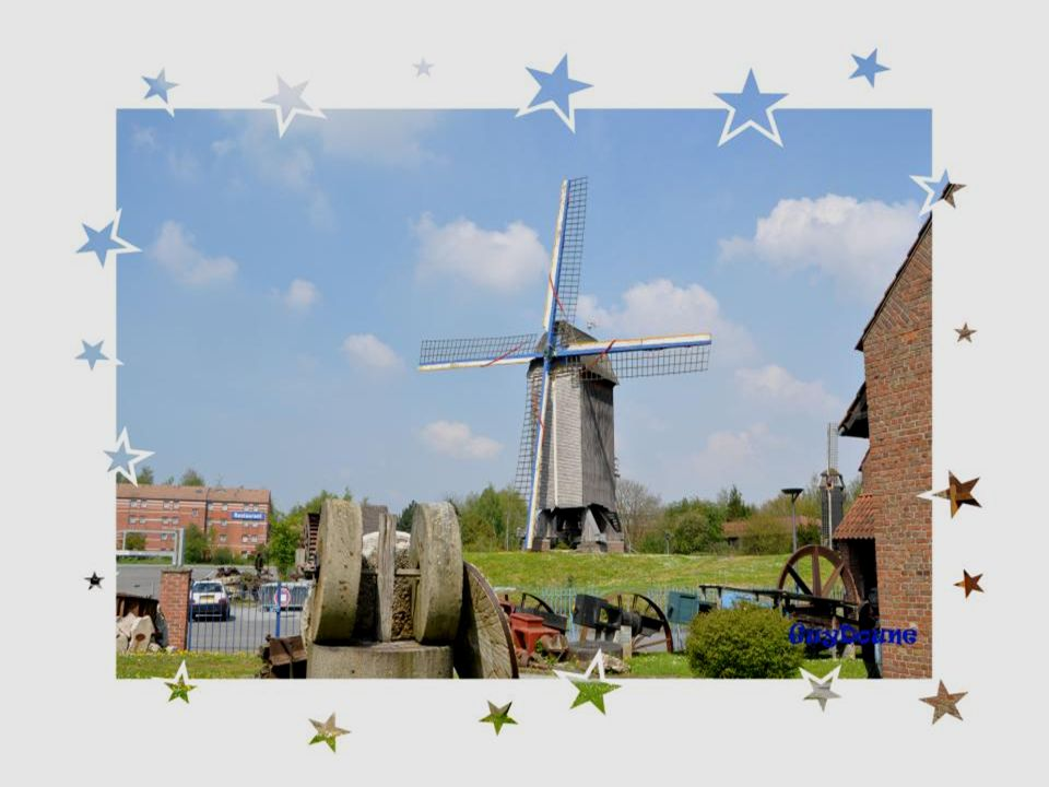 Trois moulins sont situés dans lenceinte dune propriété dédiée aux moulins.