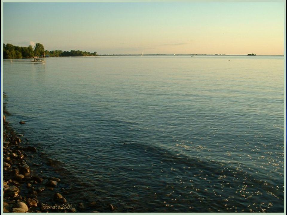 Historique - suite Par contre, pour réaliser le projet de La Canalisation du St-Laurent aussi appelé Le projet de la Voie Maritime et qui a été inauguré en 1959, il a fallu creuser un chenail dune profondeur dau moins 9 mètres au centre du lac pour permettre la navigation des navires.