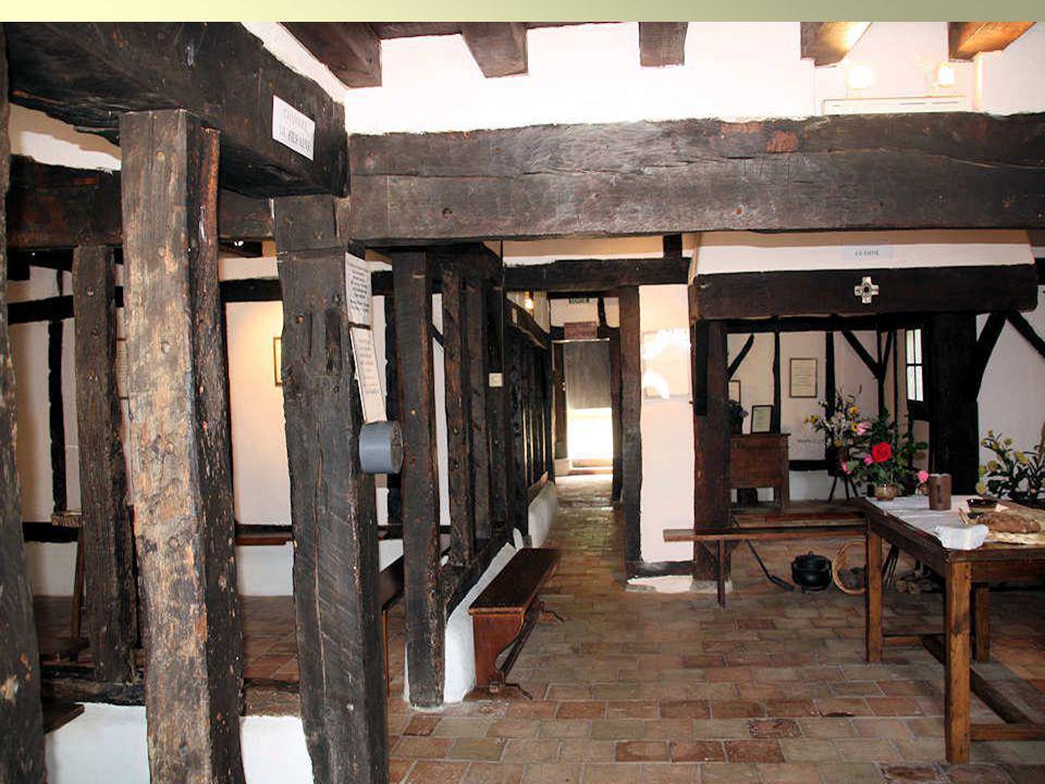 La maison natale « Les Ranquines » reconstruite à lidentique avec des vestiges de loriginale.
