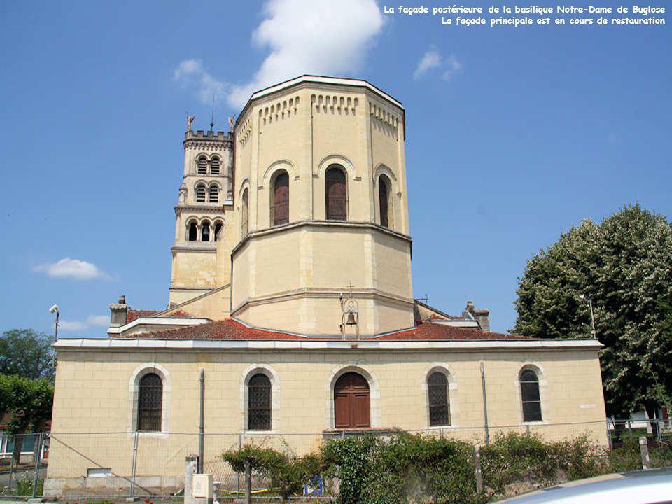 A une poignée de kilomètres du Berceau de Saint Vincent de Paul, Buglose est le lieu de pèlerinages des Landes. La vénération de cet endroit est très