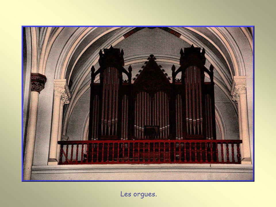 Notre-Dame de Buglose. Cette basilique, nichée dans un tout petit village, recèle une très riche décoration intérieure que vous pouvez admirer.