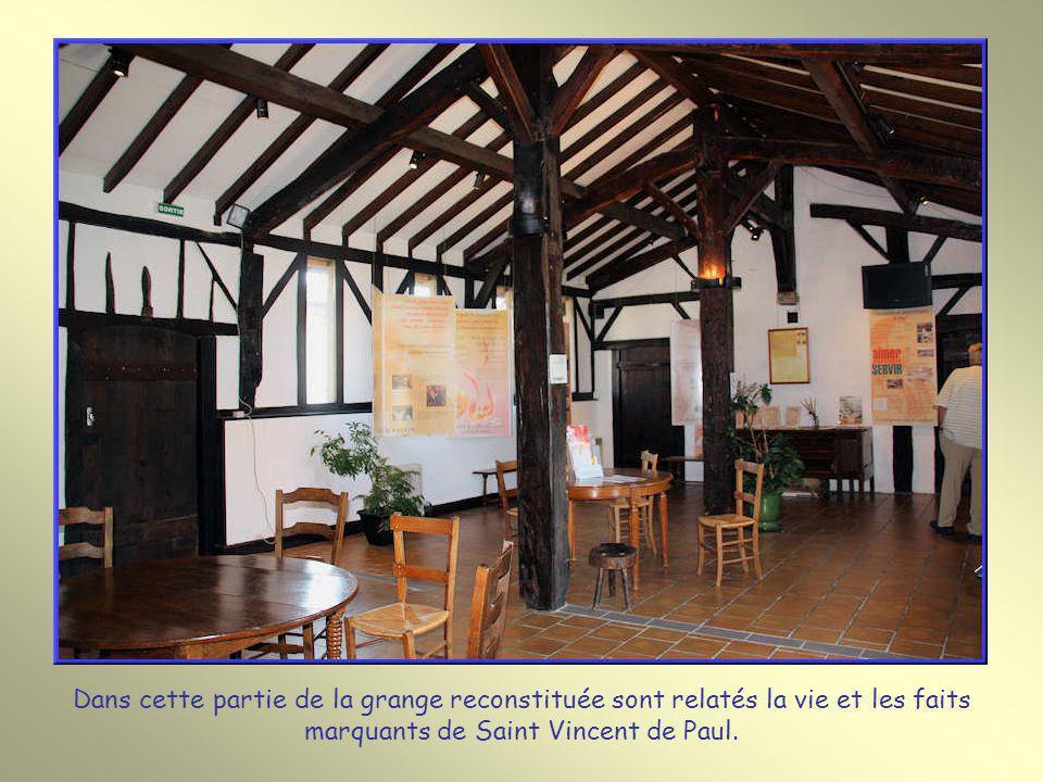Dans cette partie de la grange reconstituée sont relatés la vie et les faits marquants de Saint Vincent de Paul.