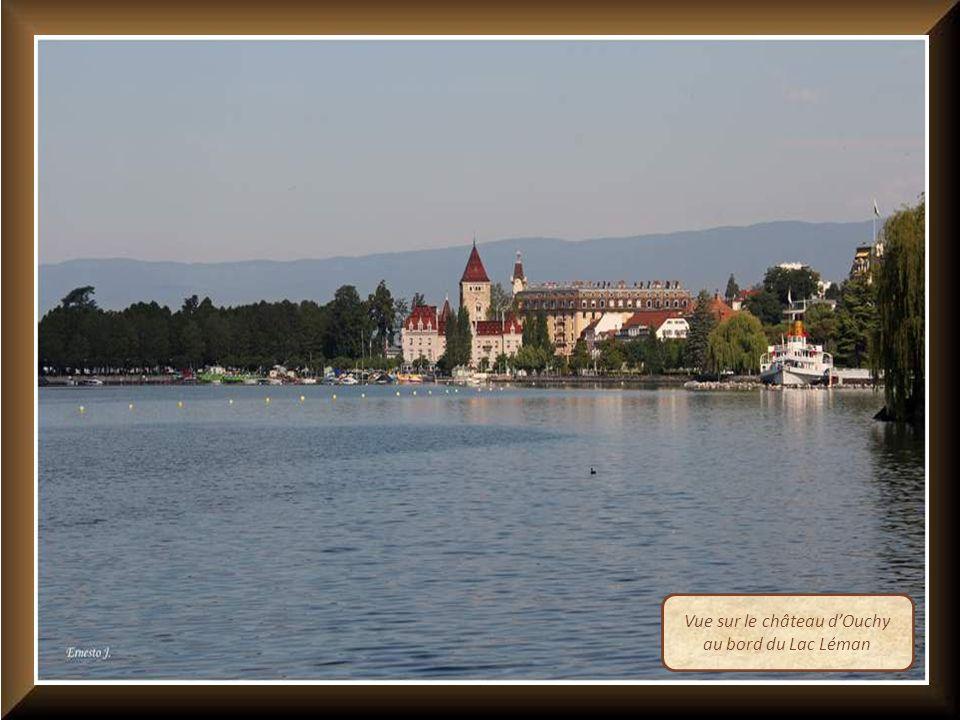 Vue sur le château dOuchy au bord du Lac Léman