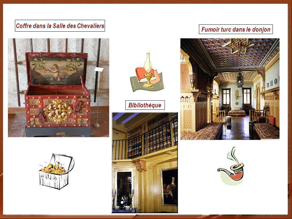 Salon dété richement meublé style néogothique