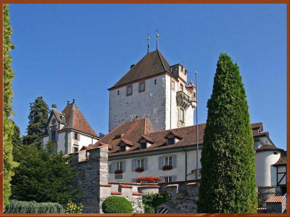 F I N de cette balade où nous avons découvert un magnifique château, très bien conservé, pas très connu des Romands .