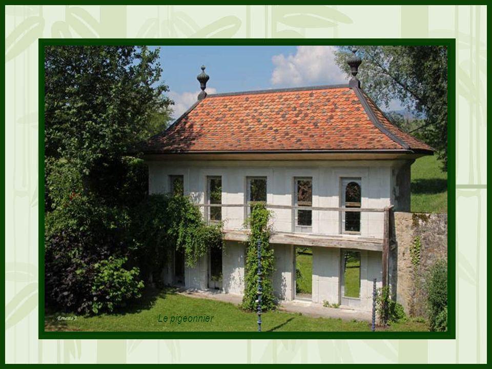Félicitations à toutes les personnes qui ont contribué à mettre en valeur et nous présenter, une fois de plus, ce magnifique domaine floral du Château de Vullierens Photos personnelles et création de Ernesto J.
