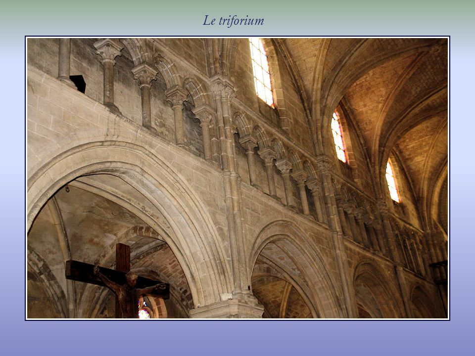Des mentions dun lieu de culte sont relevées, dès le XIe siècle, sur ce promontoire dominant lOise.