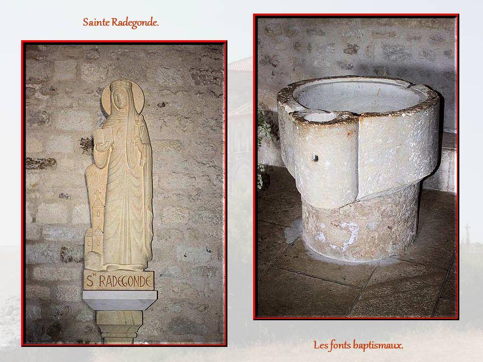 Sainte Radegonde. Les fonts baptismaux.