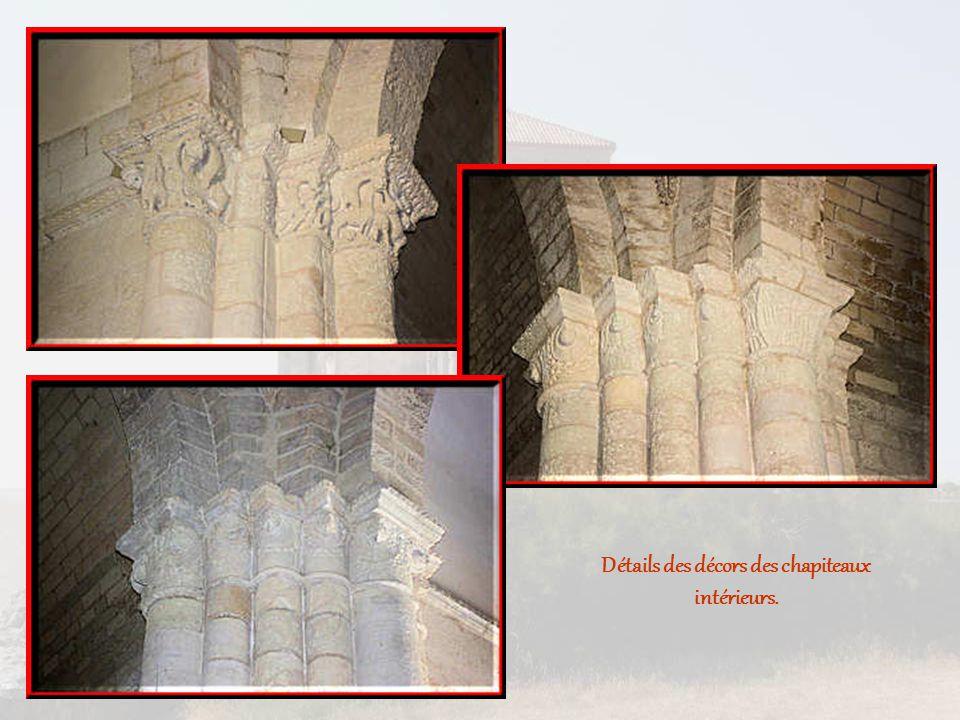 Détails des décors des chapiteaux intérieurs.