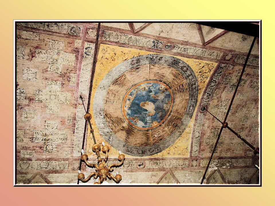 Les stalles du chœur et de la sacristie renferment le chef-dœuvre de Fra Giovanni da Verona, les étonnantes marqueteries en bois coloré qui décorent les deux rangées de stalles.