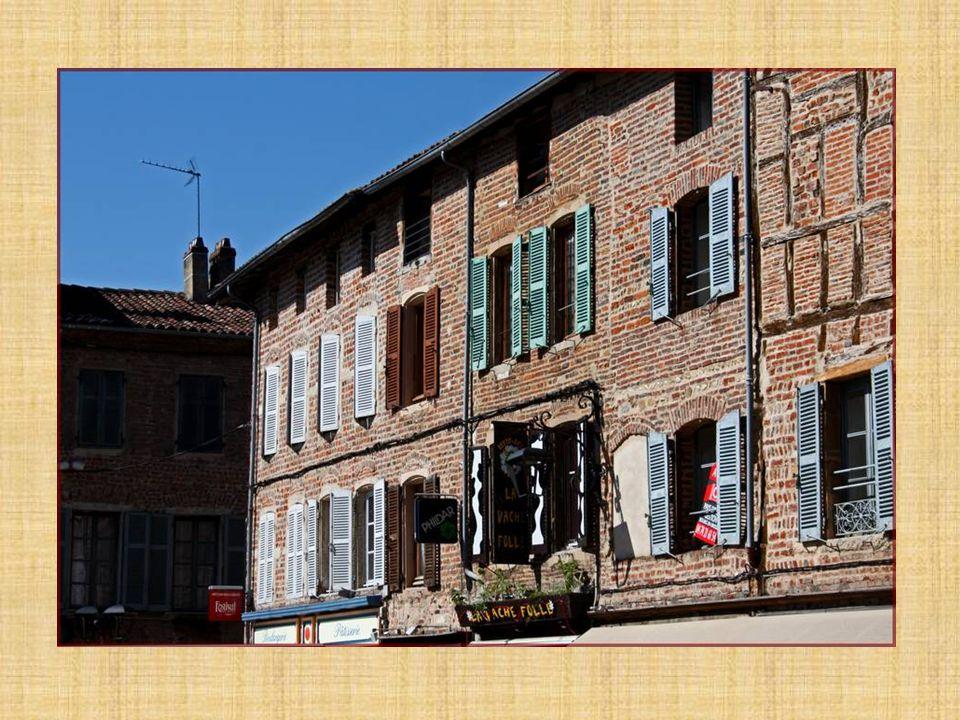 Les maison à colombages ont été bâties par des charpentiers de la région.