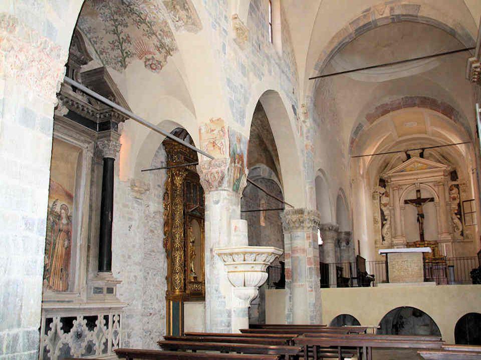 Léglise Saint-André à Maderno, de style gothique du XIIe siècle, montre un très beau porche sculpté enrichi dune fresque de la même époque.
