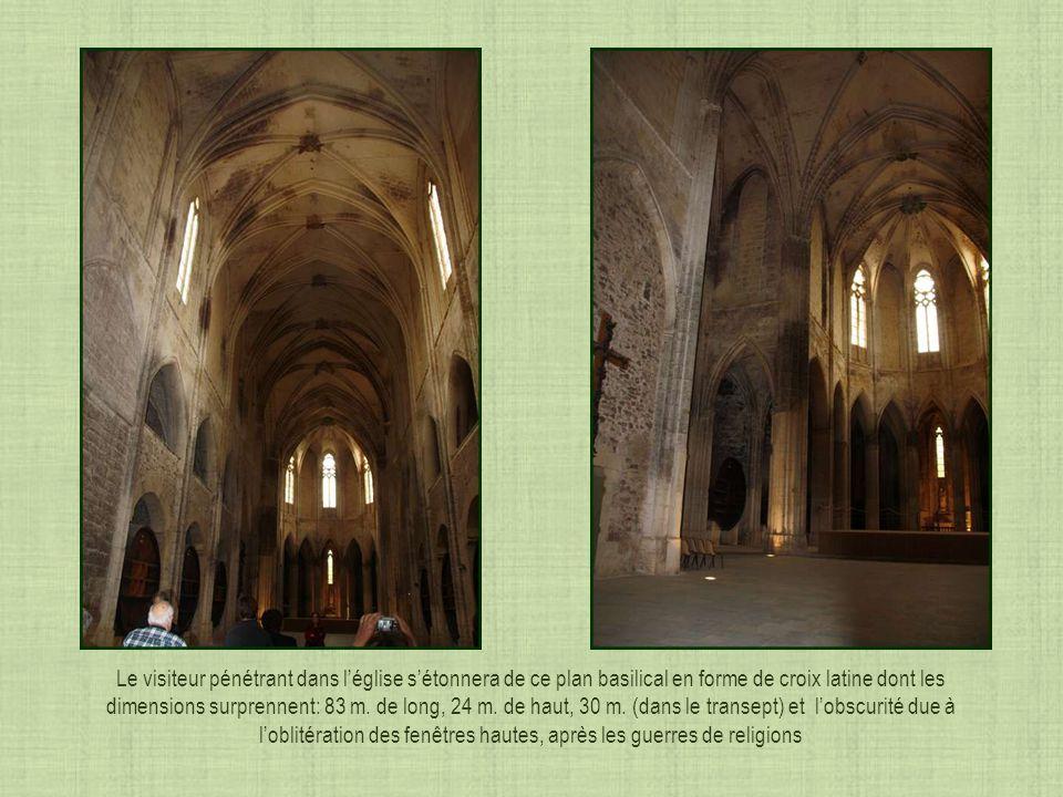 Vue intérieure du porche Détail dun culot historié représentant un moine soutenant des pêcheurs Un culot représentant Saint Louis fin XIII siècle