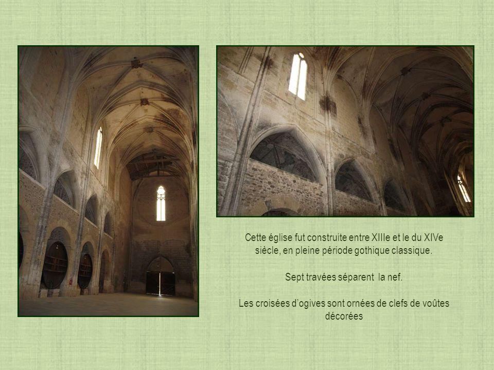 Le visiteur pénétrant dans léglise sétonnera de ce plan basilical en forme de croix latine dont les dimensions surprennent: 83 m.