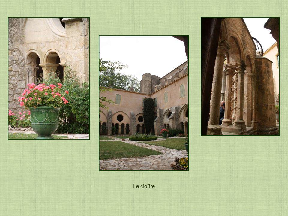 Galerie nord qui longe léglise, appelée galerie de la collation et du mandatum