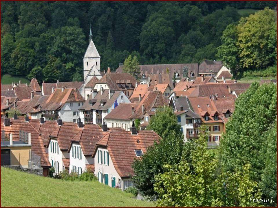 St-Ursanne doit son nom, daprès une légende, à un moine irlandais nommé « Saint Ursicinus » Bourg médiéval, canton du Jura, sur la commune du Clos du