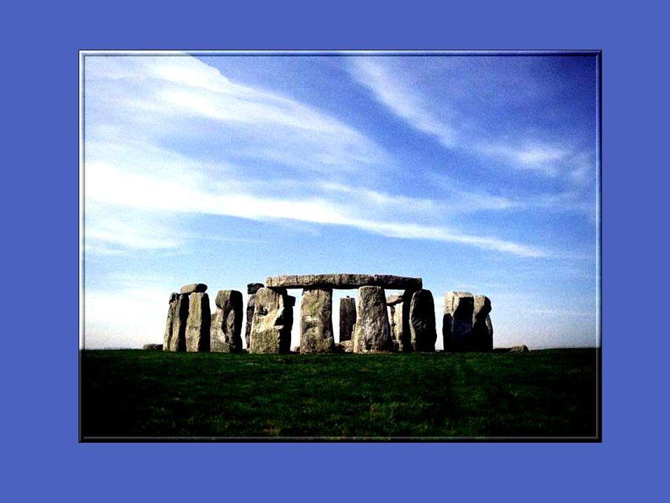 Plusieurs attribuent aux mégalithes tels Stonehenge des forces mystérieuses.
