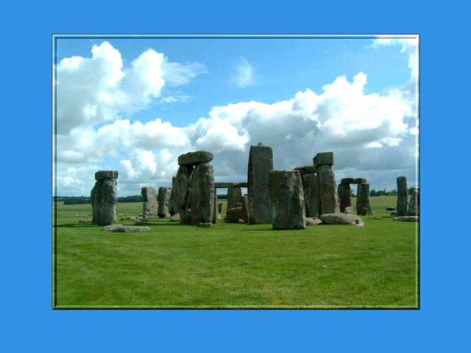 A défaut de précisions, plusieurs mythes entourent Stonehenge.