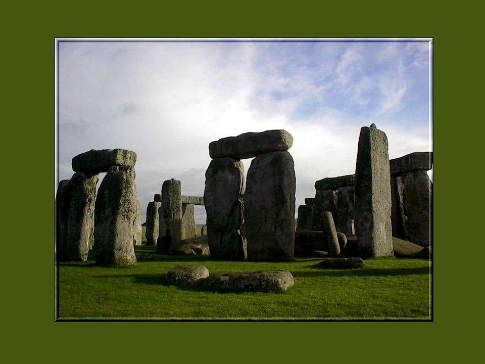 Vers 1900 les adeptes du druidisme ont commencé à investir Stonehenge pour leurs célébrations, en particulier au solstice dété.