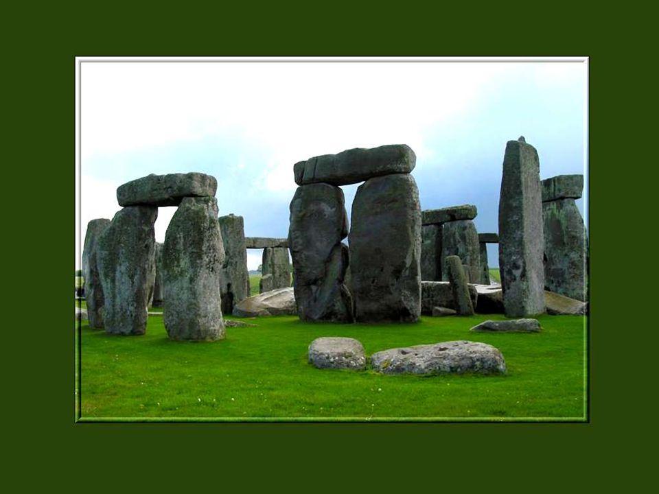Mais comment ces hommes ont-ils pu soulever des pierres aussi énormes, chacune dun poids de plusieurs tonnes, et les poser les unes sur les autres dans un assemblage parfait.