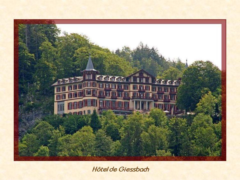 LHôtel de Giessbach a été construit en 1875 Sauvé de la démollition en 1983 par lAssociation « Helvetia Nostra » créée par Franz Weber....