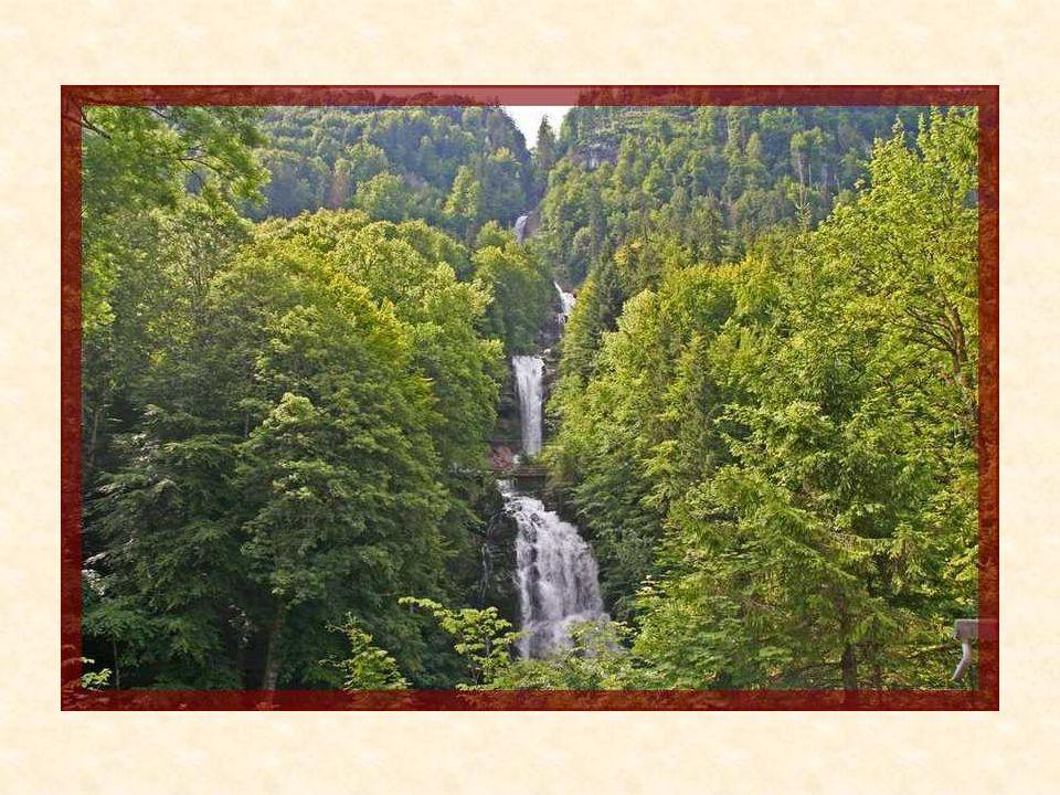 Les chutes de Giessbach sont une attraction touristique connue dans le monde entier.