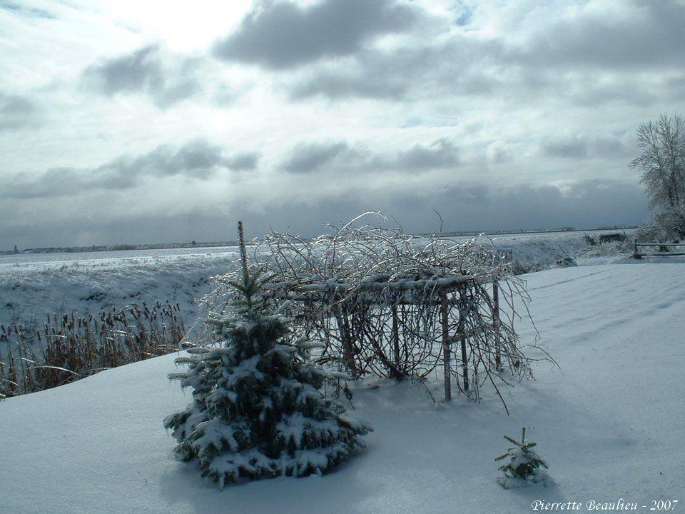 Les hivers de notre village Photos de : Pierrette Beaulieu Texte de : Léo Beaulieu Trame sonore de : Claude Léveillée Titre : AUBE