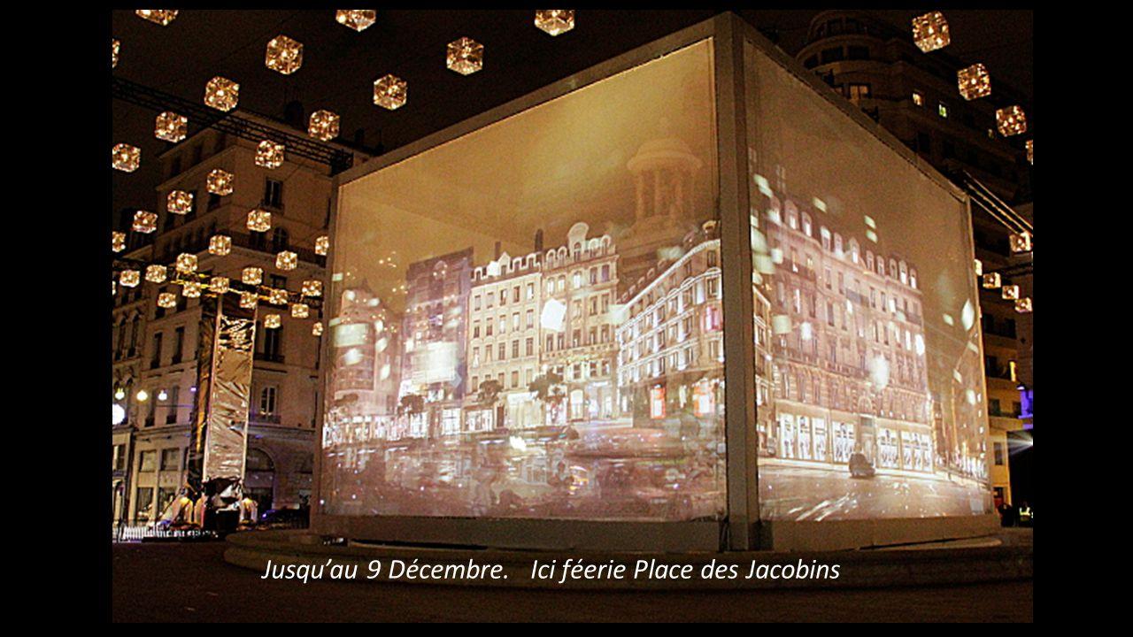 Tradition du Patrimoine de la ville, exposition à ciel ouvert en nocturne.