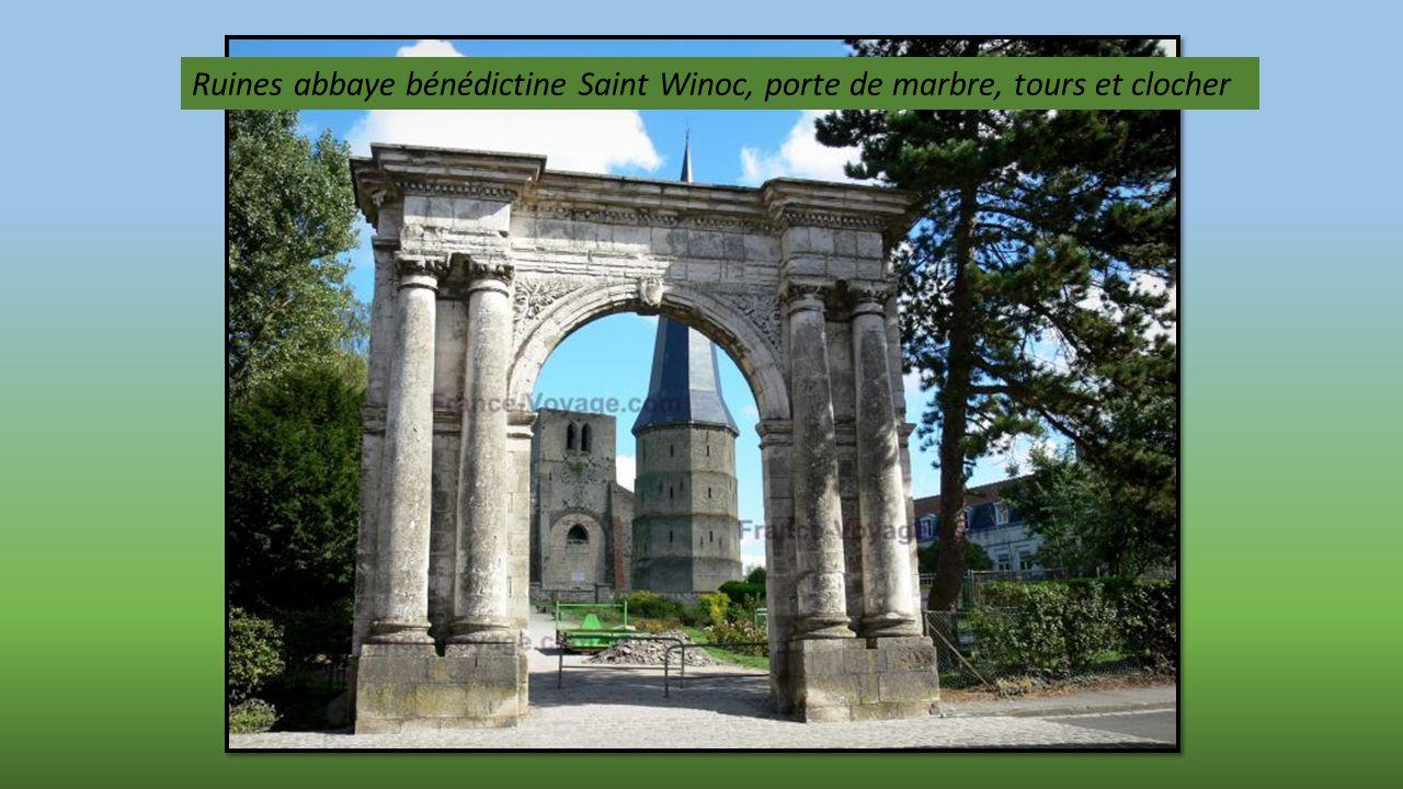 Grand Place et le Beffroi au carillon de 50 cloches