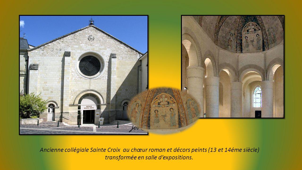 La Tour carrée (11éme siècle) qui domine la ville