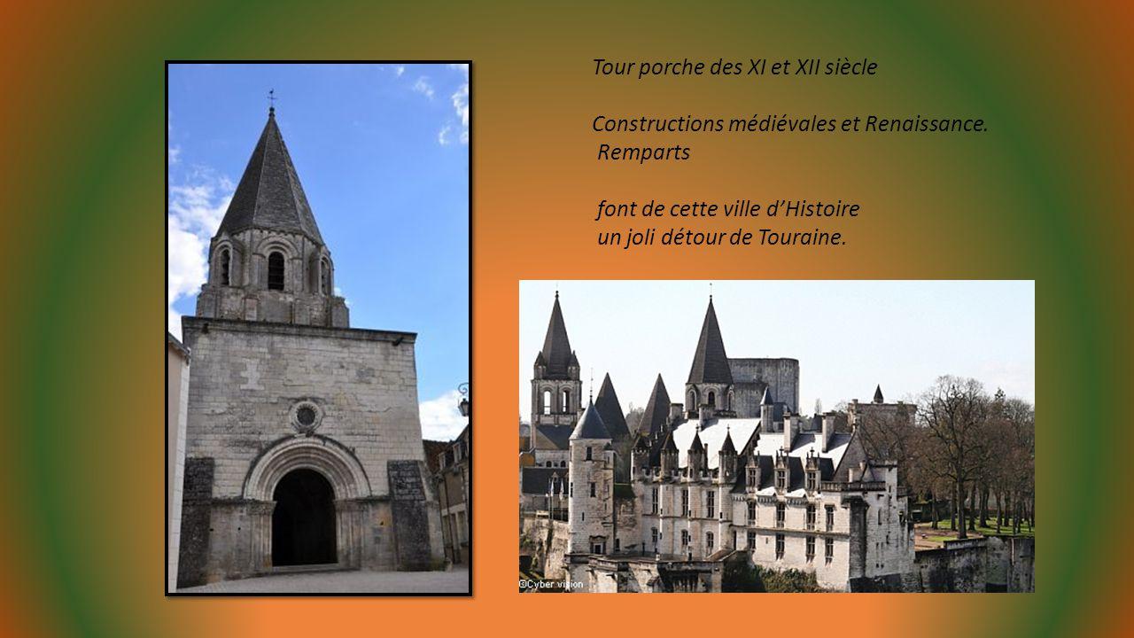 Tour Saint Antoine (à gauche) et Logis vue depuis le jardin du promontoire. Blason de la ville