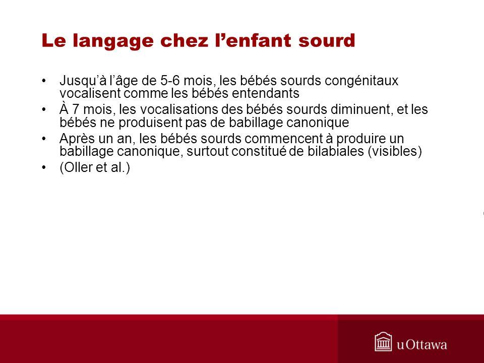 Le langage chez lenfant sourd Jusquà lâge de 5-6 mois, les bébés sourds congénitaux vocalisent comme les bébés entendants À 7 mois, les vocalisations