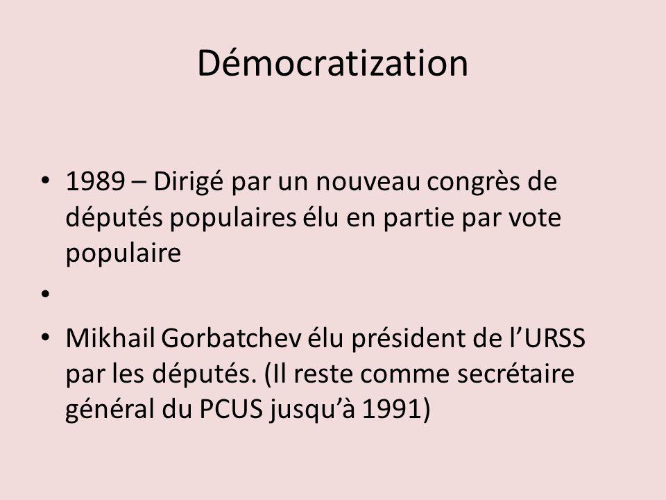 Démocratization 1989 – Dirigé par un nouveau congrès de députés populaires élu en partie par vote populaire Mikhail Gorbatchev élu président de lURSS par les députés.