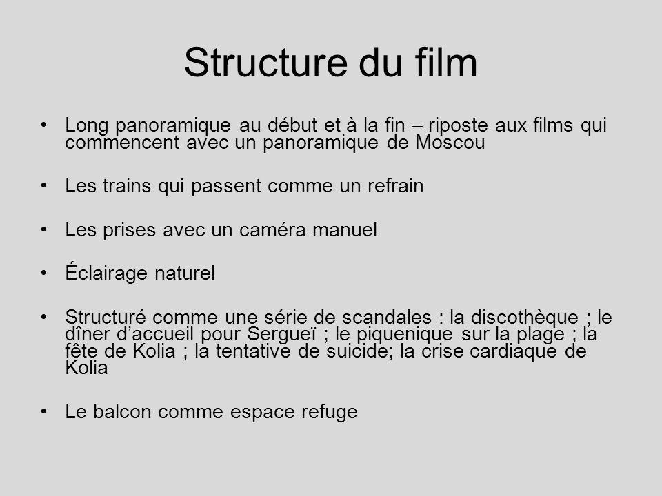 Structure du film Long panoramique au début et à la fin – riposte aux films qui commencent avec un panoramique de Moscou Les trains qui passent comme