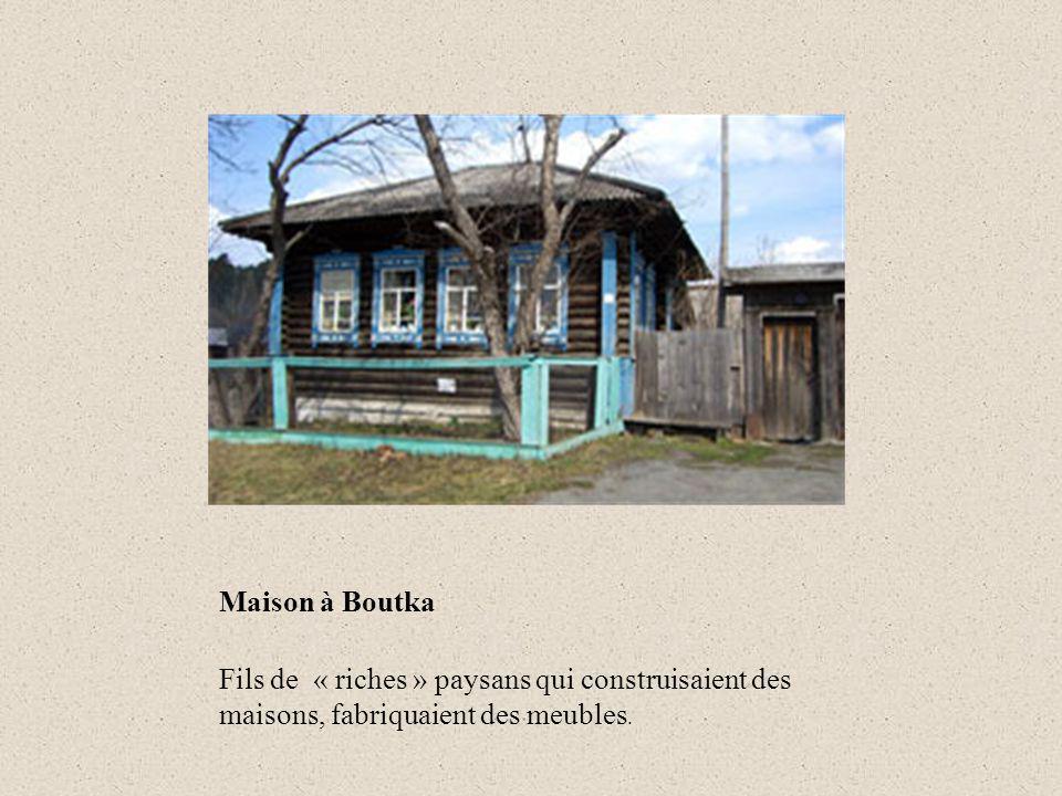 Maison à Boutka Fils de « riches » paysans qui construisaient des maisons, fabriquaient des meubles.