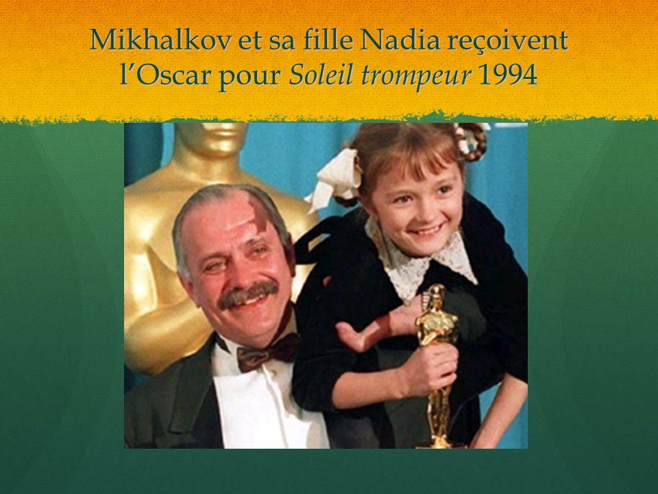 Mikhalkov et sa fille Nadia reçoivent lOscar pour Soleil trompeur 1994