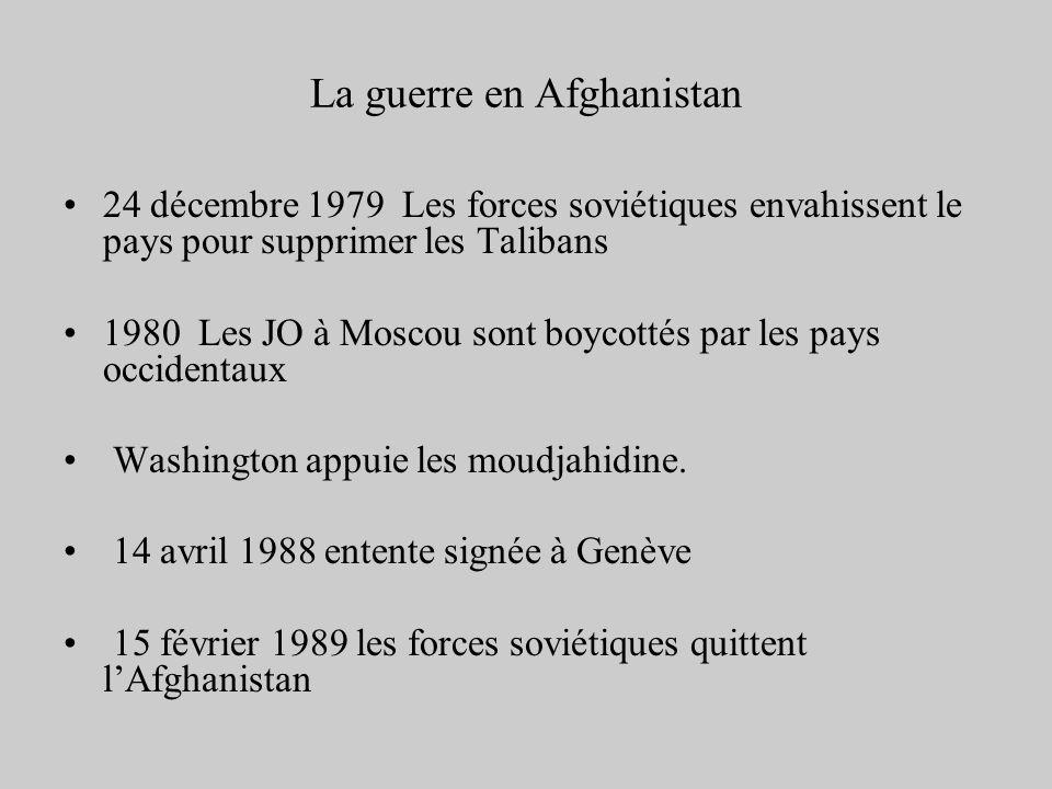 La guerre en Afghanistan 24 décembre 1979 Les forces soviétiques envahissent le pays pour supprimer les Talibans 1980 Les JO à Moscou sont boycottés p